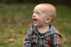 outdoor-boy-sitter-milestone-portraits